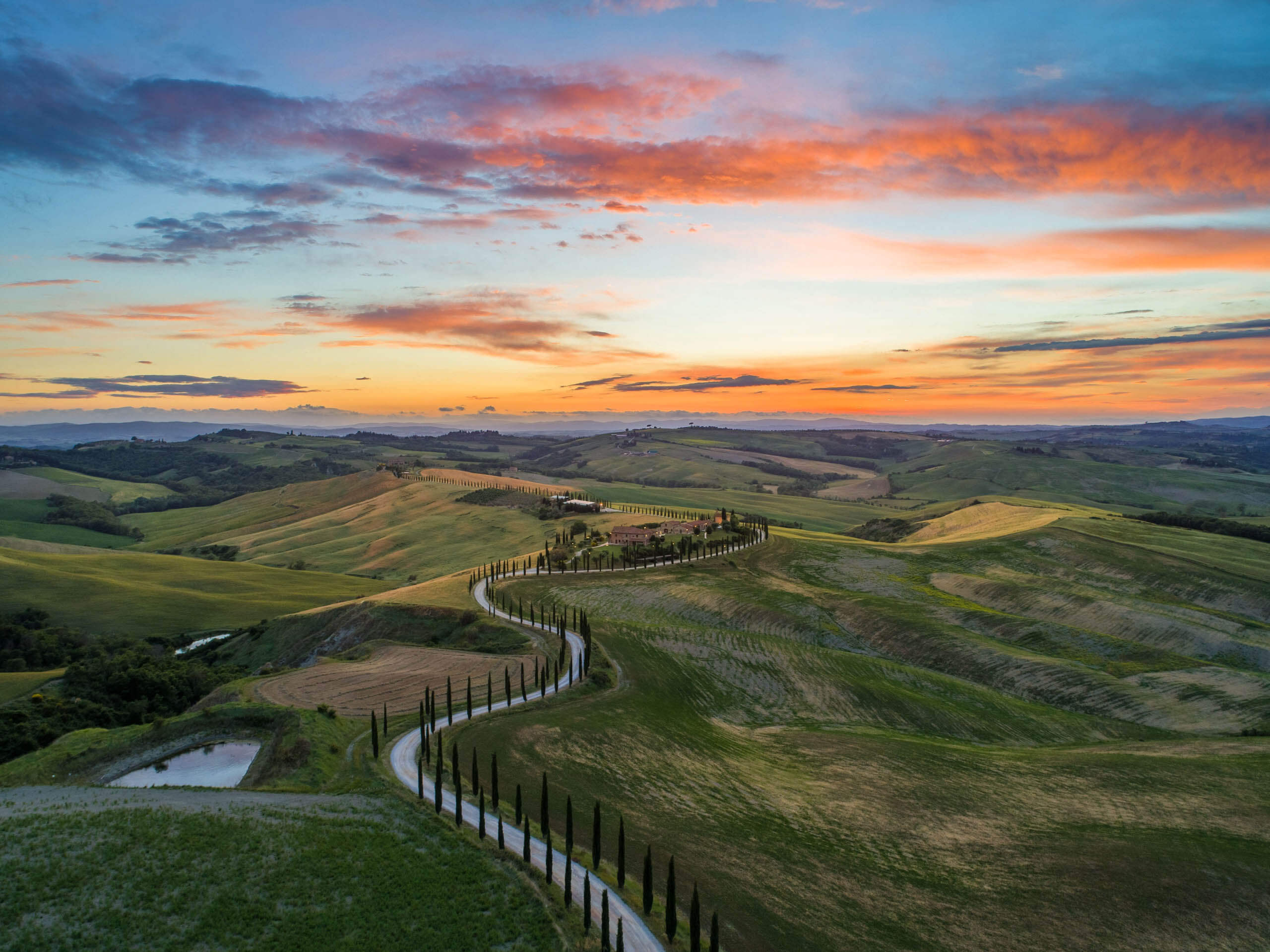 The rolling green hills of Tuscany. Photo by Luca Micheli on Unsplash
