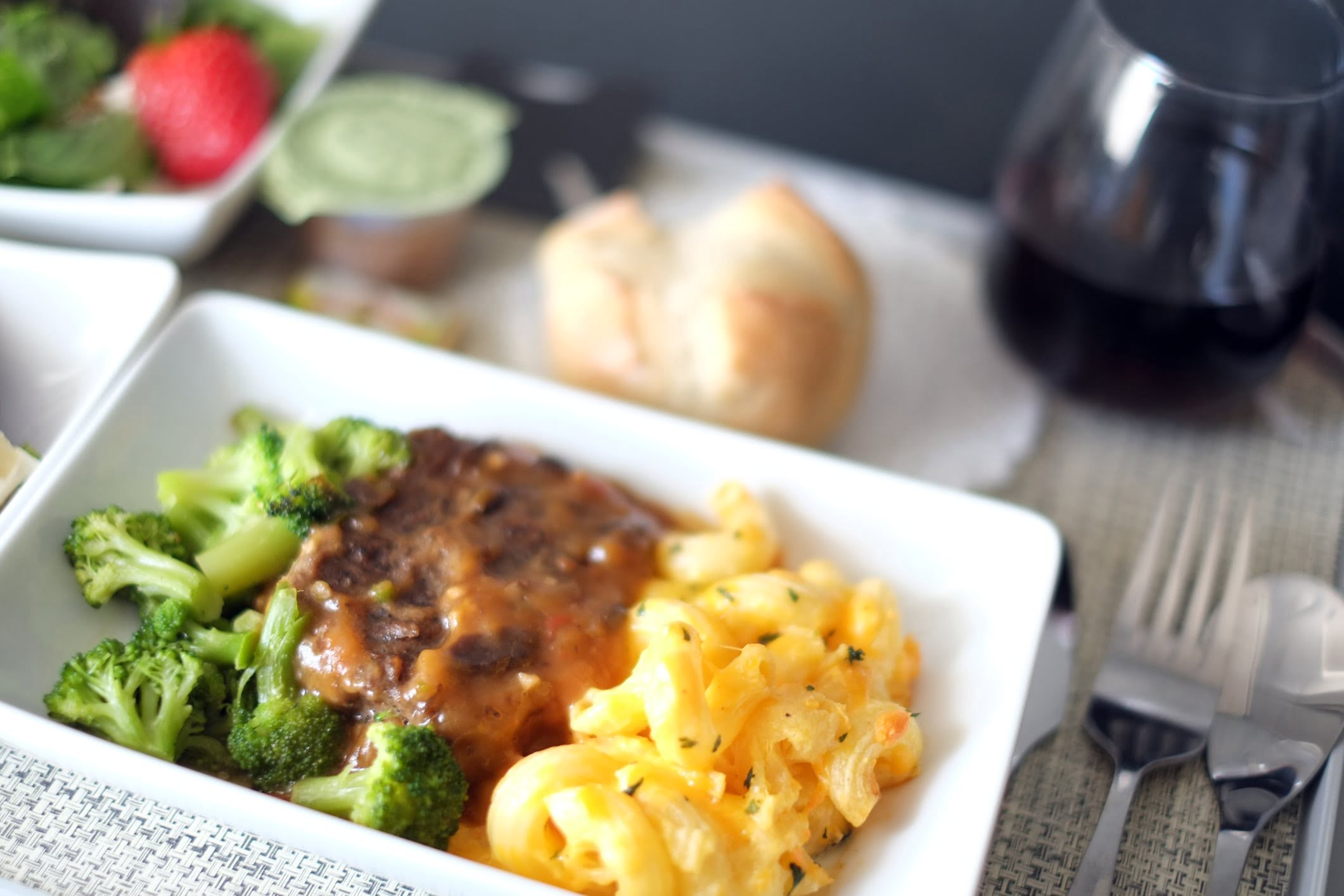 Aeroplane meal with pasta and vegetables